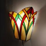 stained-glass-lamp-wallfitting