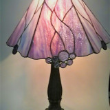 pink-stained-glass-table-lamp