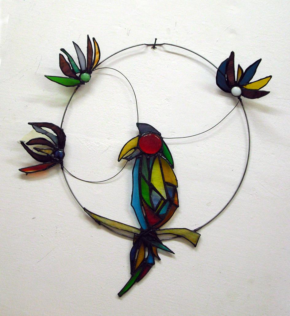 תוכי ופרחים - יצירה בסדנת זכוכית חד פעמית משפחתית