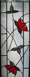 חלונות מעוצבים, חלון בכניסה לבית מכניס הרבה אור הביתה