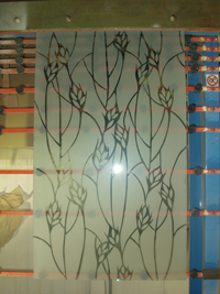 חלון שעיצבתי עם התזת חול בבית הכרם
