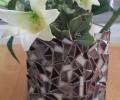 ואזה טיפאני בצבעים חומים עם פרחים
