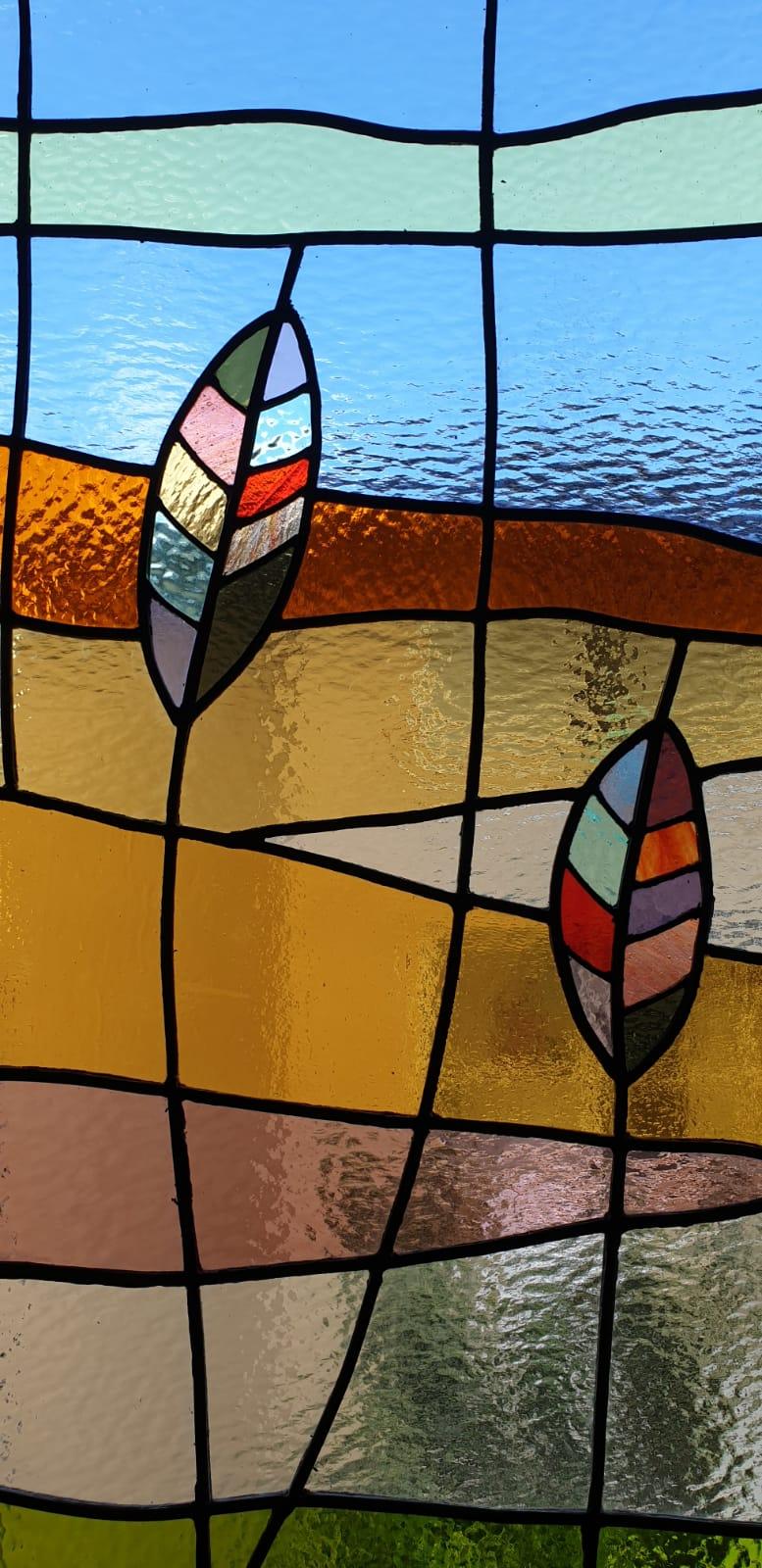 פרט מקרוב על העיצוב בחלונות המעוצבים