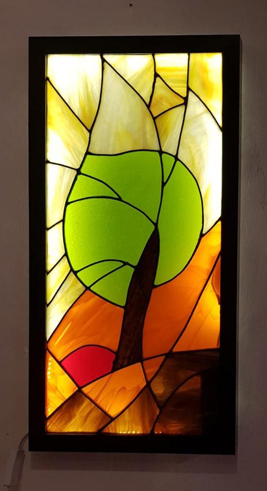 תאורת לד בשילוב עם תמונת ויטראז עץ על גבעה כתומה