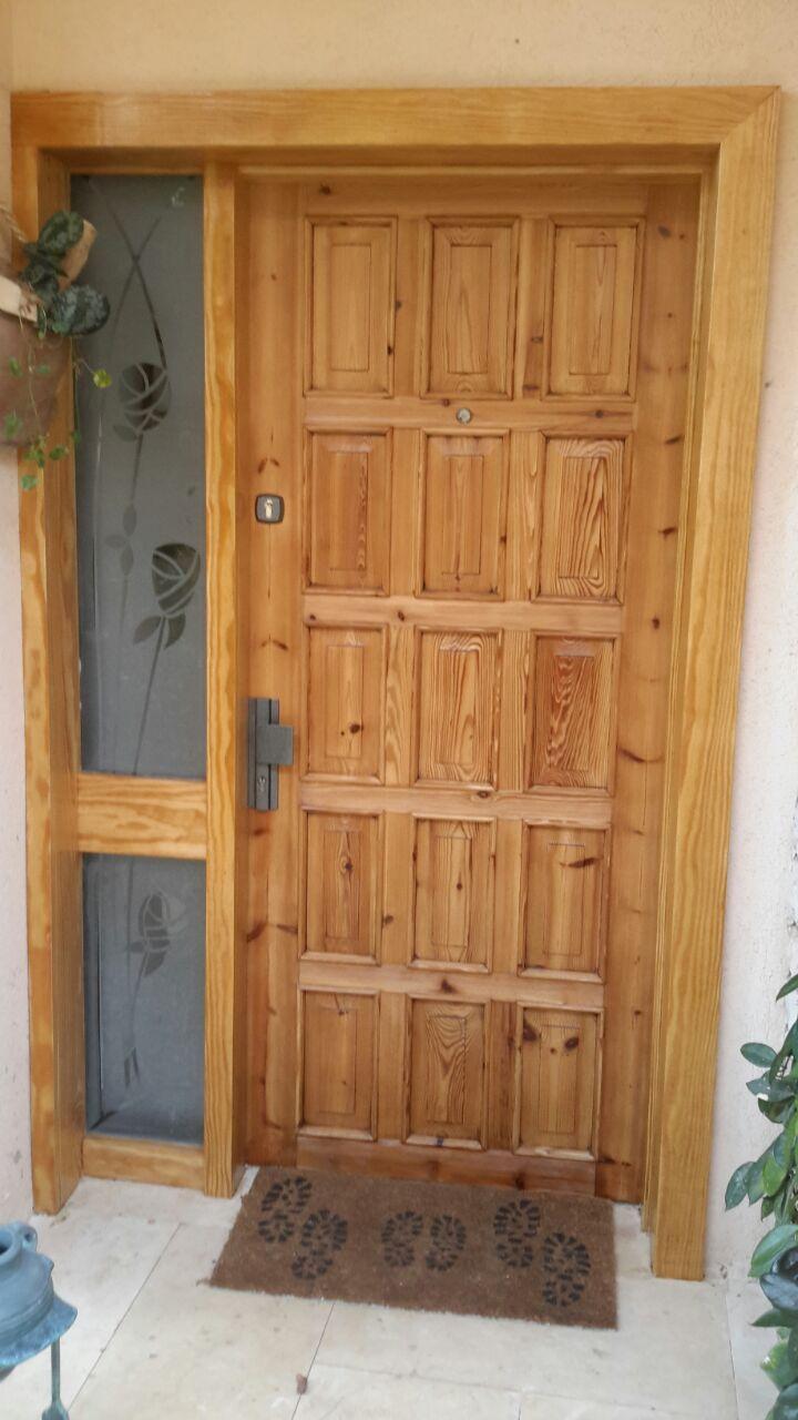שילוב התזת חול בדלת כניסה